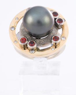 Bague or perle saphirs diamants