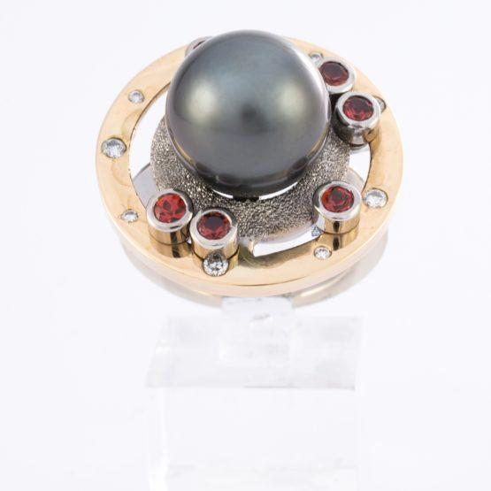 Bague or perle saphirs diamants